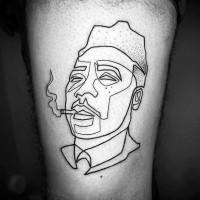 semplice fatto a mano inchiostro nero uomo fumando tatuaggio su coscia
