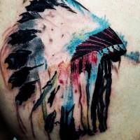 Einfaches hausgemachtes Aquarell Rücken Tattoo  mit indianischem Helm