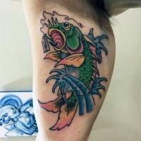 semplice vecchia scuola  stile colorato pesce tatuaggio su braccio