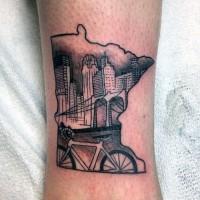 semplice dipinto vecchia citta` con bici moderno tatuaggio su caviglia