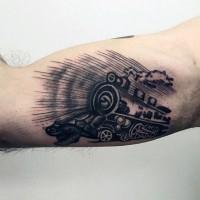 semplice dipinto piccolo inchiostro nero vecchio treno tatuaggio su braccio