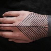semplice tribale stile  inchiostro nero ornamento tatuaggio su mano