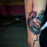 semplice acquerello dipinto piccolo gallo tatuaggio su braccio