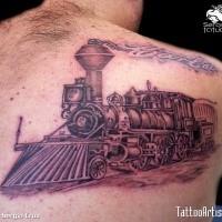 Estilo esboço colorido scapular tatuagem de trem com letras