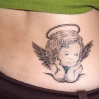 piccolo angelo tatuaggio su parte bassa della schiena