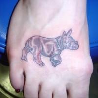 piccolo bello rinoceronte tatuaggio su piede