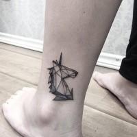 Tatuaggio alla caviglia in stile punto piccolo di unicorno carino