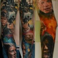 Tatuaje detrás de la oreja, personajes diferentes de colores de la guerra de las galaxias
