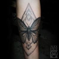 Tatuaggio del braccio in stile dotwork mozzafiato di una grande farfalla