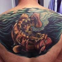 stupendo dipinto massiccio colorato pesce dentro acqua tatuaggio su parte superiore di schiena