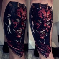 Tatuaje en la pierna,  Darth Maul impresionante detallado bien dibujado