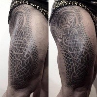 Super painted large thigh tattoo of big Celtic ornament
