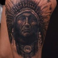 Sehr realistisches Porträt eines alten Indianers Tattoo von Luka Lajoie