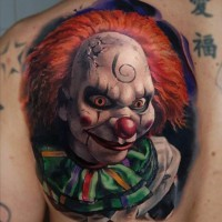 super realistico spaventoso pagliaccio tatuaggio sulla schiena
