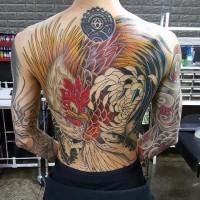 superiore dipinto molto dettagliato colorato gallo che combate serpente  tatuaggio pieno di schiena