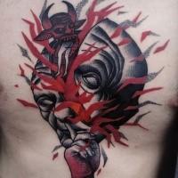 Surrealistischer Stil gefärbter menschlicher Kopf mit blutigem Teufel Tattoo an der Brust