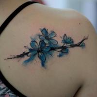 Süßes im Aquarell Stil Rücken Tattoo von Baumzweig mit Blumen