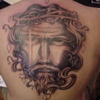 Le tatouage sur le dos avec le visage de Jésus en couronne d'épines