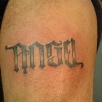 Un disegno calligrafico semplice tatuato