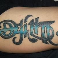Le tatouage d'ambigramme coloré