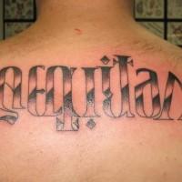 Grande l`ambigramma tatuato sulla schiena