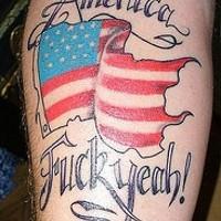 Bandiera americana colorata tatuaggio