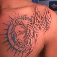 Angelico profilo come il sole tatuato sul petto