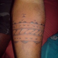 Armband tattoo with multiple pattern