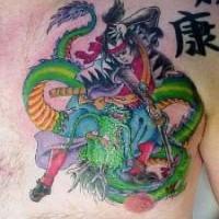 Tatuaggio combattimento del samurai con il dragone verde