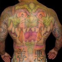 Colorato dragone asiatico tatuato su tutta schiena