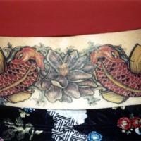 Le tatouage de carpe coï asiatique avec un lotus