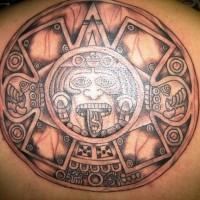 Grande sole Azteco tatuato sulla schiena