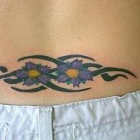 Gänseblümchen Blumen Tribal Tattoo