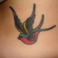Tatuaggio delicato sulla spalla l'uccello