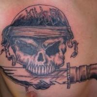 cranio con coltello in dente nero tatuaggio