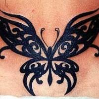 Le tatouage de papillon aux ailles tribaux à l'encre noir