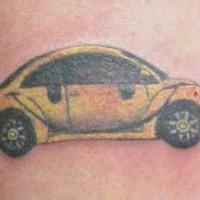 moderno volkswagen coleottero giallo tatuaggio
