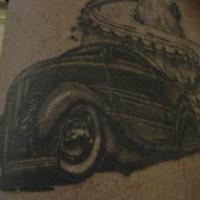 roadster nero sulla montagna tatuaggio