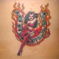 tatuaje de La mujer vampiro demonio en la herradura en llamas