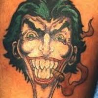 Joker con il sigaro acceso tatuato