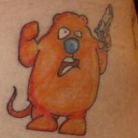 ragazzo arancione con pistola tatuaggio