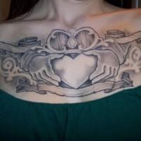 simbolo di amicizia sceltica tatuaggio