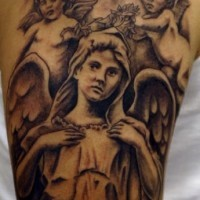 angelo e due cherubini memoriale tatuaggio inchiostro nero