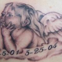 Le tatouage mémorial de petit chérubin