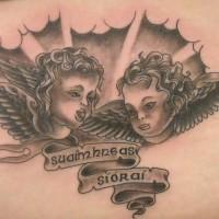 due cherubini su nuvole tatuaggio nero