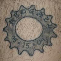 nome del bambno e compleanno il dettaglio tatuaggio