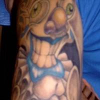 pagliaccio pazzo colorato tatuaggio sul braccio