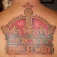 Le tatouage de la couronne impériale sur le dos
