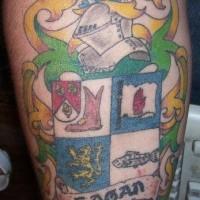 stemma di famiglia tatuaggio colorato