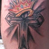 croce religiosa coronata tatuaggio